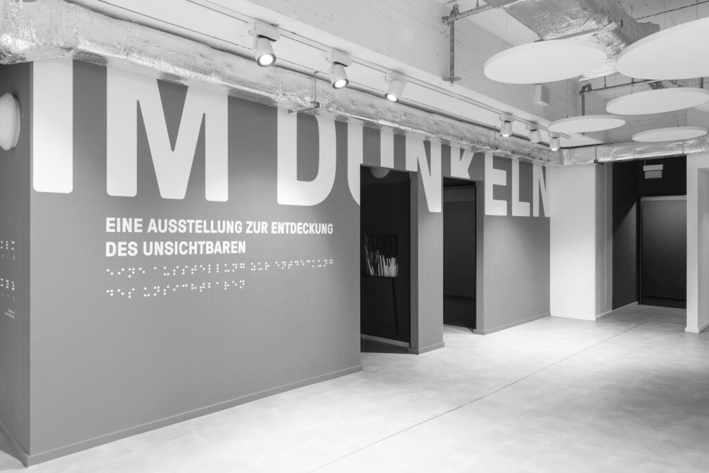 Ausstellungseingang und Eingang zum Klangraum